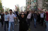 Keine Brioches fürs Volk - Viele Menschen im Iran revoltieren, weil sie sich Eier, Brot und Milch nicht mehr leisten können - Kaveh Rostamkhani