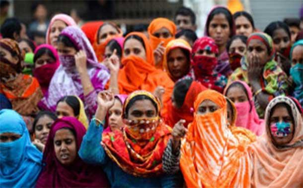 Indien / Die meisten Streikenden in Bangladeschs Textilindustrie haben die Arbeit wieder aufgenommen: Während Unternehmerverband und Polizei mit der Verfolgung beginnen