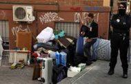 Barcelona / Ningú veï fora del barri – kein/e Nachbar*in raus aus dem Viertel - Almuth Intemann
