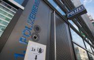 Wie rechtsradikal ist die Polizei? - Jan Ole Arps, Hannah Schultes und Bahar Sheikh